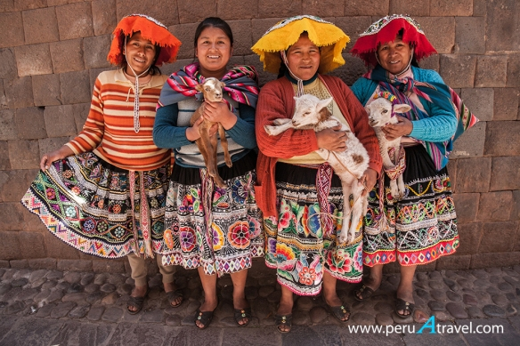 Mujeres Perú A Travel.jpg