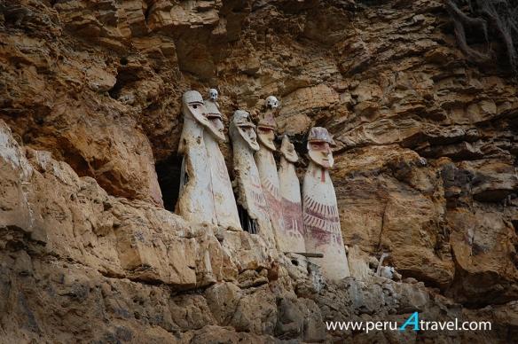 Sarcofagos karajia chachapoyas peruatravel.jpg